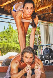 ¿Os apetece hacer un retiro virtual de Bikram yoga en casa de Nacho Cano en Ibiza?