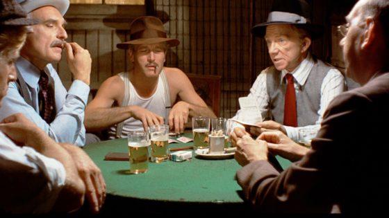 Mata a su hermano por hacer trampas en una partida de póquer