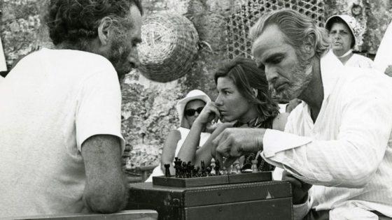 Marlon Brando hacía trampas al ajedrez, según Woody Harrelson