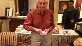 Todd Derlachter, el jugador de póker más viejo del mundo, cumple cien años