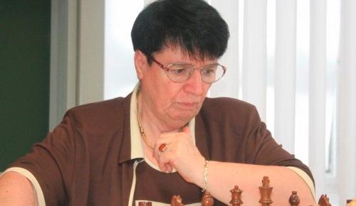 Una septuagenaria brilla en el Europeo de ajedrez rápido