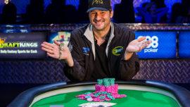 Phil Hellmuth ensancha su leyenda en las Series Mundiales de Póker