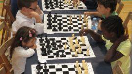 Irene Planella, de tres años, la jugadora de ajedrez más joven del mundo