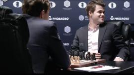 Carlsen y Karjakin ponen a prueba la paciencia del público