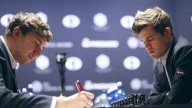 Carlsen no soporta la tensión y pone el Mundial al rojo vivo