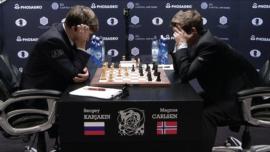 Carlsen y Karjakin convierten el ajedrez en un juego oscuro