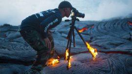 El fotógrafo que ardió sobre la lava para lograr la mejor toma