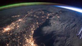Cómo una aurora boreal se funde con el amanecer (15 segundos increíbles desde el espacio)