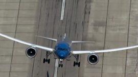 Vídeo: el nuevo avión de pasajeros Boeing 787-9 Dreamliner despega casi en vertical