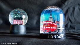 "Decomisan 72 ""globos de nieve"" en Londres"