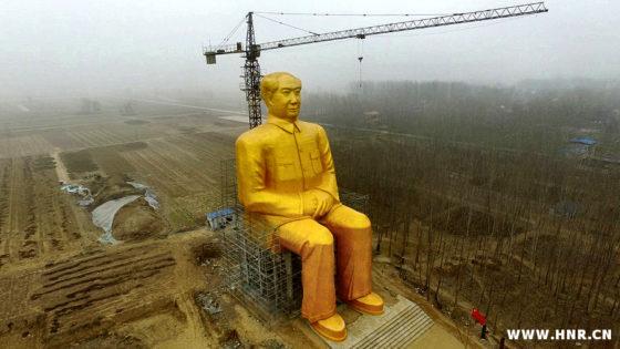 Destruyen antes de inaugurarla una gigantesca estatua de Mao