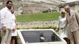 Placa para Vernon en Cartagena, a los pies de Blas de Lezo