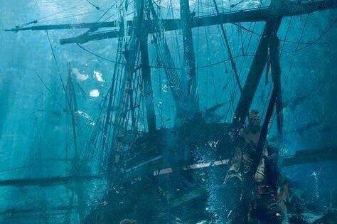 Naves, Tumbas y Tesoros